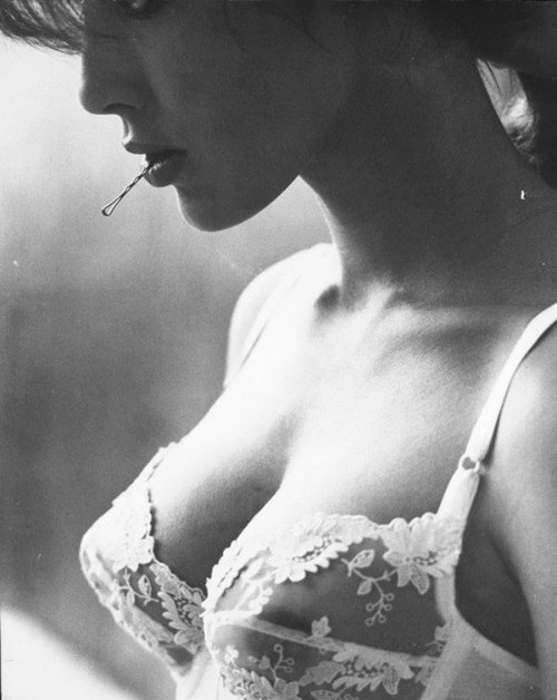 Model - Black & White - Bra, Hair Pin.jpg