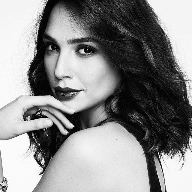 Model - Gal Gadot, Black & White.jpg