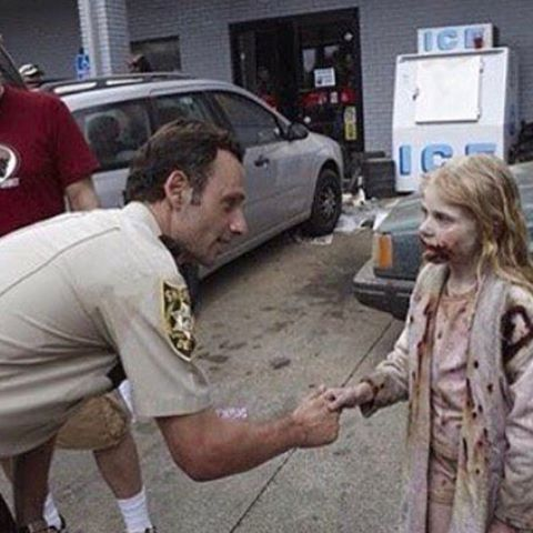 Walking Dead - Zomnie Girl, Rick.jpg
