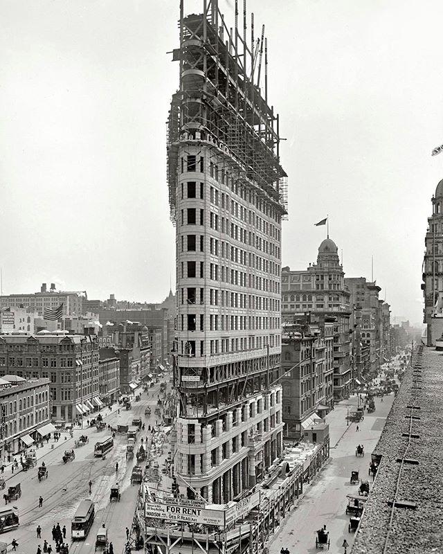 Archittecture - Flatiron Building, Daniel Burnham, 1902.jpg