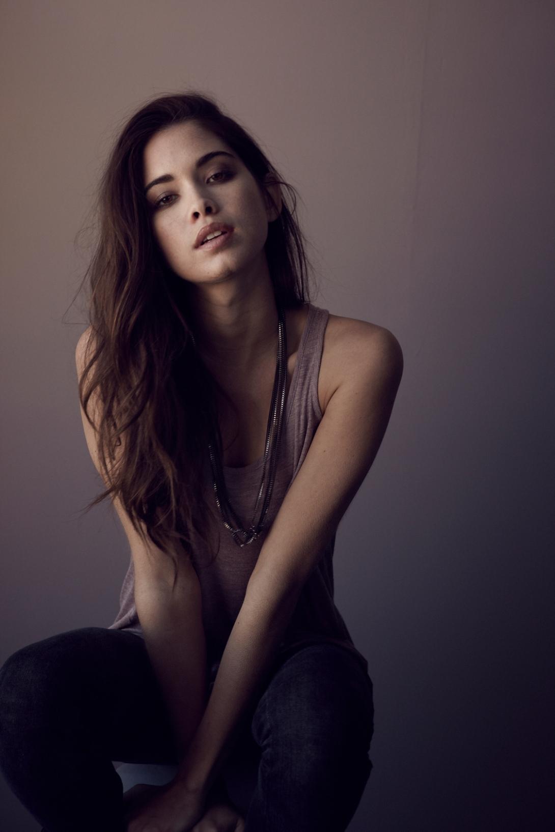 Model - Giza Lagarce, Black, Gray.jpg