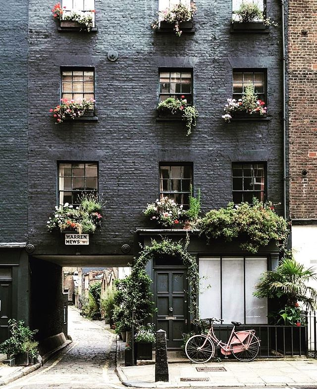 Architecture - London, Black, Green.jpg