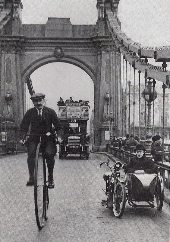 Photography - Hammersmith Bridge, London 1900, Black & White.jpg