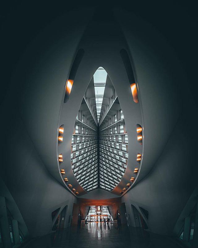 Architecture - Santiago Calatrava, Milwaukee Art Museum, Gray, White.jpg