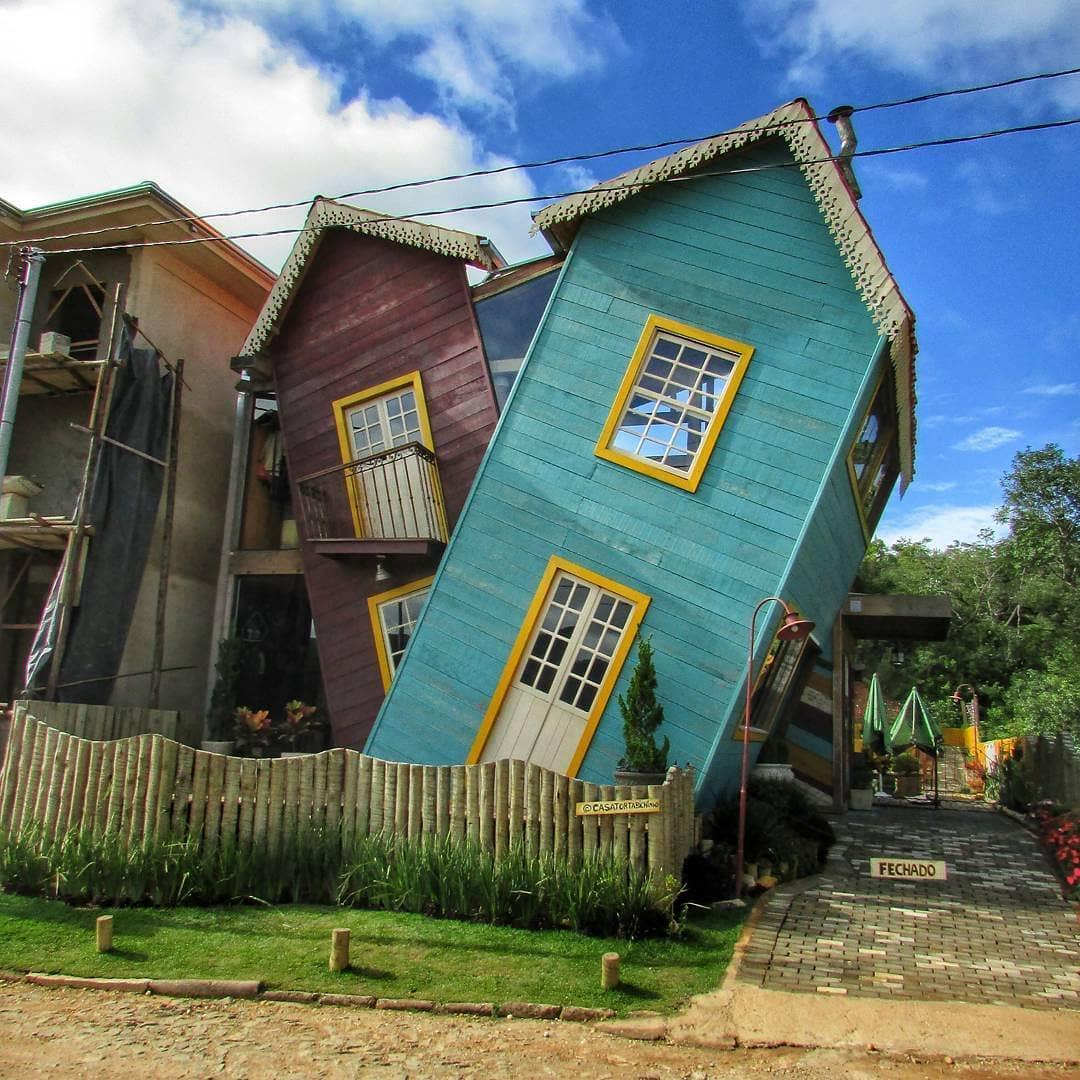 Architecture - Casa Torta de Bichinho, Prados Minas Gerais, Green, Brown.jpg